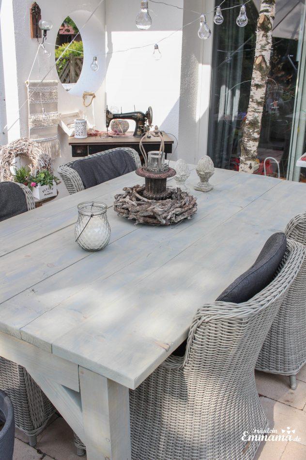 Wunderschöner Gartentisch aus Bauholz